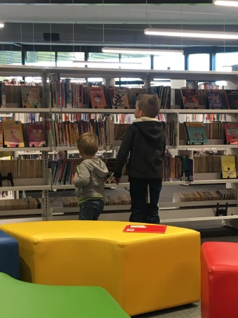 2 little boys at a library <3